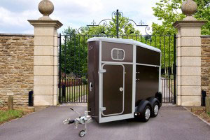 HB403 Ifor Williams Horsebox, Westwood New Trailers,